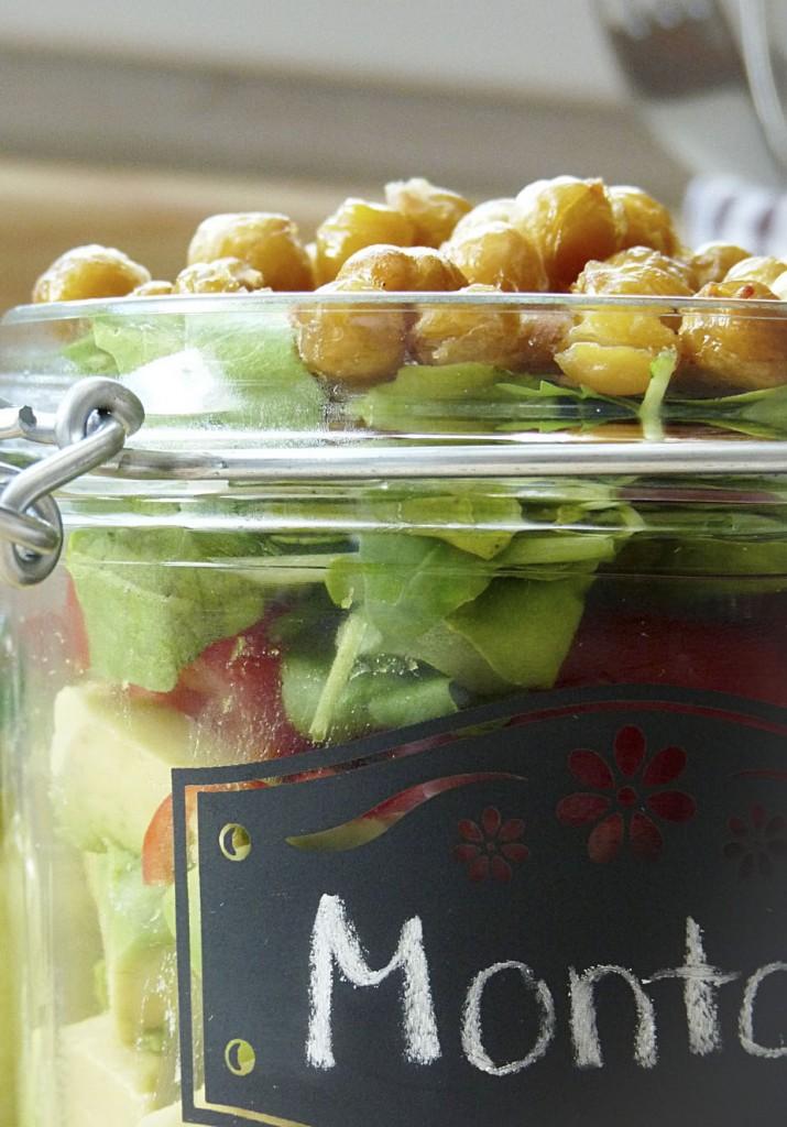 Salat mit Avocado und Kichererbsen