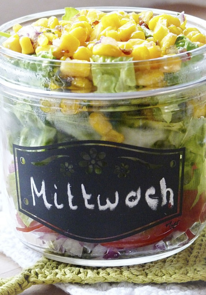 Salat im Glas mt gebratenem Mais