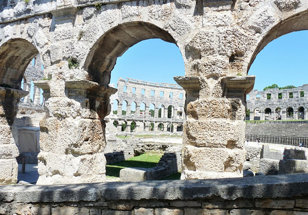 16_das Amphitheater in Pula