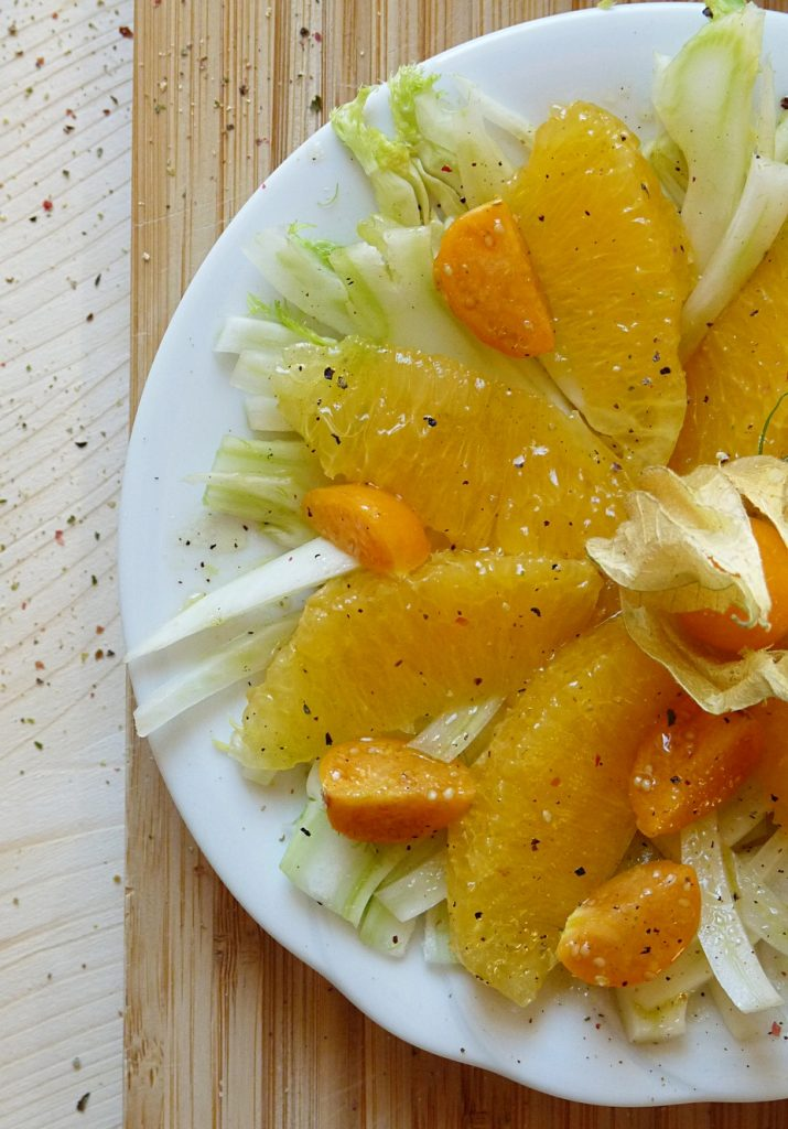 Gesundes Rezept für einen Salat mit Fenchel, Orangen und Physalis