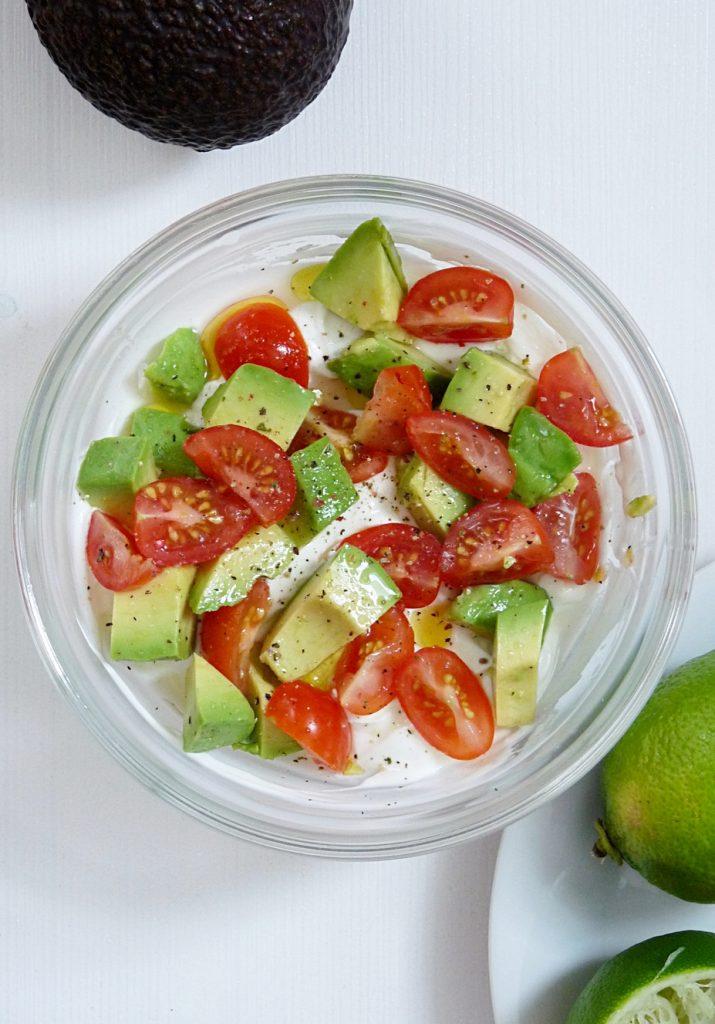 Rezept für Savory Joghurt mit Avocado und Tomaten