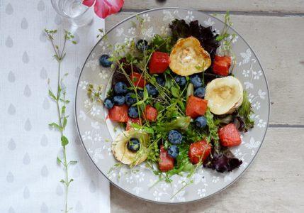 Salat mit Vogelmiere und gegrillter Wassermelone