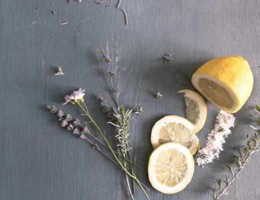 Microdermabrasion mit Zitrone, Backpulver und Lavendelöl